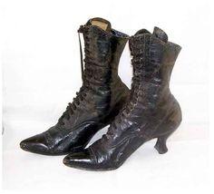 Witch shoes. Zapatos de bruja.