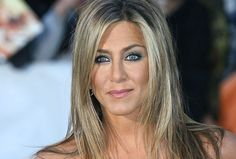What is Jennifer Aniston's reported secret for luscious lashes?