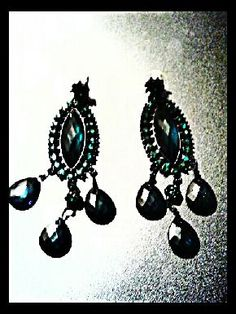 Deep Green sparkling Chandelier earrings. $6 click pic to buy them from my boutique! Only one pair left!