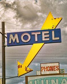 Luna Motel