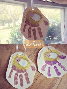 Christmas kids crafts, handprint art