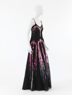 """Design House House of Chanel (French, founded 1913) Designer Gabrielle """"Coco"""" Chanel (French, Saumur 1883–1971 Paris) Object Name Ensemble, Evening Date fall/winter 1938–39 Culture French Medium silk, plastic, suede, glass"""