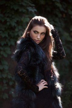 model, beauti girl, fashion uk, fur, handbagscheap handbag, feathers, black feather, hair, cheap handbagscheap