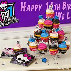 Resurrect everyone's favorite sweet treat with cupcakes! Click the pic for more shriek-worthy Monster High party ideas!