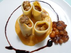 Pasta rellena de Carrilleras. #Carrilleras dentro de cilindros de #pasta, te sorprenderá. #cocina #recetas Pasta stuffed with Cheeks. #Cheeks  cylinders in pasta, you'll be amazed. #cooking #recipes