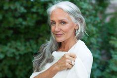 How This 63-Year-Old Model Stays Gorgeous Aging is just another word for living, zegt Cindy Joseph. Lees in dit artikel hoe zij plezier maken en hebben ziet als de manier voor een gelukkig, succesvol leven en voor een stralende schoonheid!