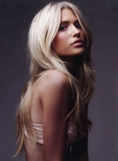 love this color of blonde, platinum blonde
