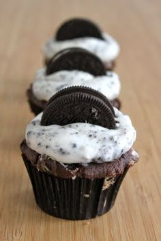 Baked Perfection: Chocolate Oreo Cupcakes with Cookies and Cream Frosting