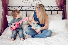 6 tips for photographing newborns with siblings, via clicking moms