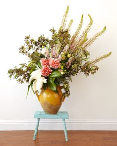 How to create a large scale floral arrangement with Kiana Underwood from tulipina.com