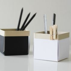 Little paper boxes, really easy to make, perfect for organizing your desk.