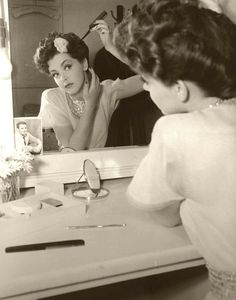 'Getting Dolled Up' 1940s