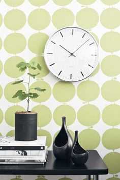 Wallpaper from the collection Wallpapers by Scandinavian designers from Boråstapeter. Like the colors, clock, plant and pottery