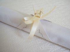porta guardanapo com tsuru de origami - casamento - Sakura Origami & Acessórios http://loja.sakuraorigami.com.br/pd-5721c #origami #casamento #wedding