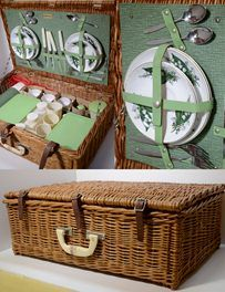 -- Brexton England Picnic Basket Model 8091--