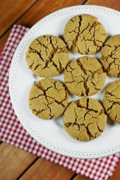 Molasses Crinkles ~ family-favorite classic ginger and molasses cookies.   www.thekitchenismyplayground.com