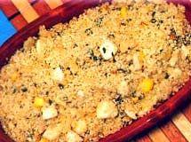 Farofa  2 unidade(s) de ovo cozido  1 unidade(s) de cebola picada(s)  2 xícara(s) (chá) de farinha de mandioca crua  3 colher(es) (sopa) de manteiga    quanto baste de sal  2 colher(es) (sopa) de salsinha picada(s)  Leve uma panela ao fogo com a manteiga, deixe dourar a cebola, junte a farinha, o sal, misture bem.   Por último, pique os ovos e a salsinha jogue por cima dê mais uma mexida e sirva a seguir.  (pode-se variar a receita com linguiça ou banana)