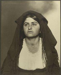 Italian woman at Ellis Island 1906