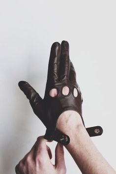 Driving glove.