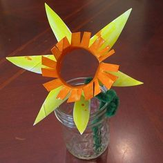 Cardboard tube daffodil craft for kids to welcome spring!