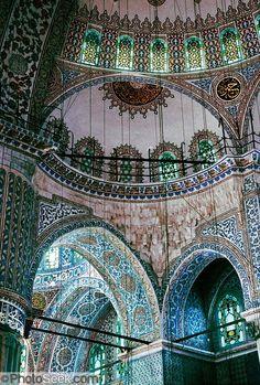 Beautiful ceiling. Blue Mosque (Sultanahmet Mosque), Istanbul, Turkey