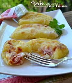 Mezzelune di patate al forno con prosciutto e formaggio
