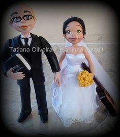 Casal de noivinhos de Biscuit, feito para casamento - By Tatiana Oliveira (Juaninha Biscuit)