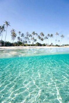 Tourquoise Beach in Moorea, Tahiti