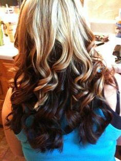 <3 Top layer, a light natural blonde. Bottom layers, Darker brown!! <3