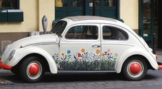 Flower-child VW beetle, a rag-top too!