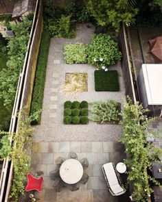 Combo stone and pea gravel. Areas for humans and dogs Small garden for a small backyard: For the beds, Welti chose plants—boxwood clipped into balls, Solomon's seal, Russian sage, Mexican feather grass, and hydrangeas— that would co-exist harmoniously and stand up to heat.