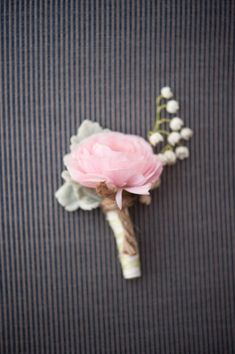 Boutonniere with dusty miller
