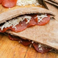 Pizza Pitas for school lunches or an after-school snack! Other recipes on site