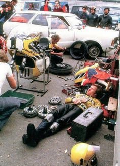 Kenny Roberts relaxing. Note taped up knees due to no proper knee sliders.
