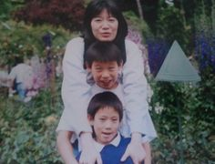 Jeremy Lin with his mother and little brother