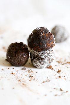 raw vegan chocolate avocado truffles