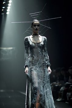 Haute Goth: Alice Auaa FW13 † #hautegoth #gothic #fashion #runway #catwalk #spiderweb #spider #web #millinery #headpiece #darkaesthetics #AliceAuaa #Fall #Winter #2013