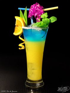 ☆ Rio de Janeiro:    Vodka  Curacao blue  Orange juice   Ice     How simple. Fill glass with ice, pour vodka and orange juice. Finally, carefully pour curacao, so as to create a separate layer ☆