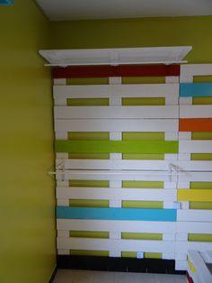 Chambre d 39 enfant en palettes de bois on pinterest pallet - Penderie en palette ...
