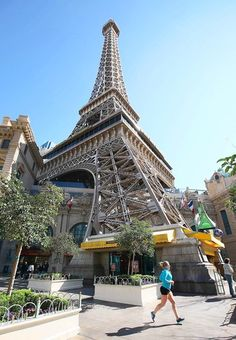 Las Vegas: 21 things to do for under $21 Whether you're up for shopping (Miracle Mile Shops, H), art perusing (Bellagio Gallery) or even bird-watching (Flamingo Hotel), Las Vegas has it on the cheap.