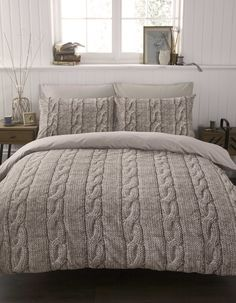 Cable Knit Duvet Cover. Cozy. Pottery Barn. How stinkin' cozy does that look!?!?