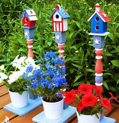 Patriotic Painted Birdhouses | AllFreeHolidayCrafts.com