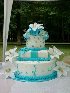 cake with malibu blue. Would want my Bridesmaid dresses to be this color too!:)