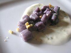 Gnocchi di patate viola con fonduta di parmigiano, salvia e noci / violet potatoes gnocchi with cream of parmesan, sage and walnuts