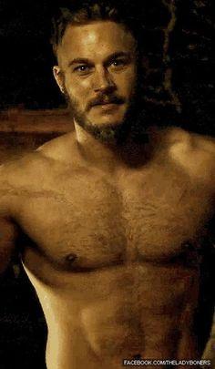 Travis Fimmel plays Ragnar on Vikings Daaaayam he looks sooo much like Charlie Hunnam