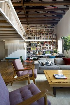 I need a bookshelf like this one!