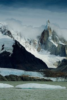 Cerro Torre, Parque Nacional los Glaciares, Andes, Patagonia, Argentina.