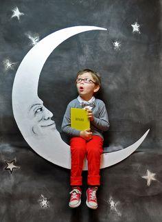 DIY Paper Moon backdrop bedtime stories, idea, backdrops, paper moon, sketchbook, photo backdrop, papers, kids, photo backgrounds