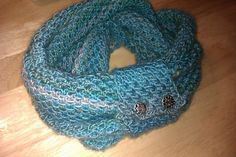 Free Pattern: Lace Mesh Cowl by Sarah Louttit