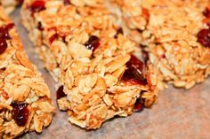Homemade Cranberry Almond Oat Granola Bars | twintough.com